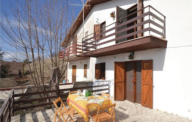 Semi-Detached with 3 bedrooms on 90 m² in Serrone (FR)