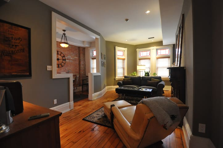 Downtown core, spacious,cozy two level apartment.