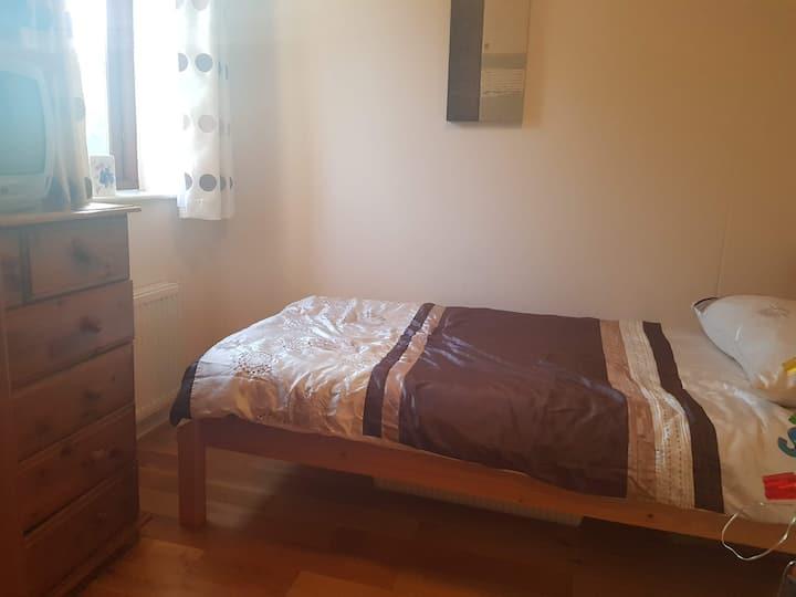 Bright single bedroom available in Beckenham Hill