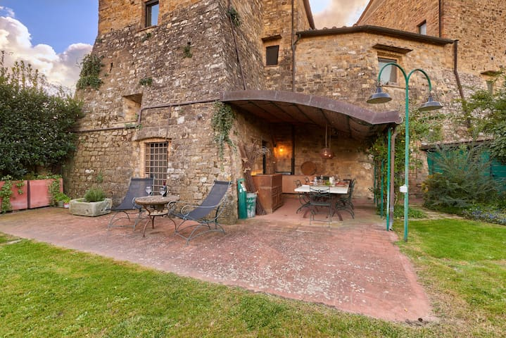 Lovely tower-house with private garden