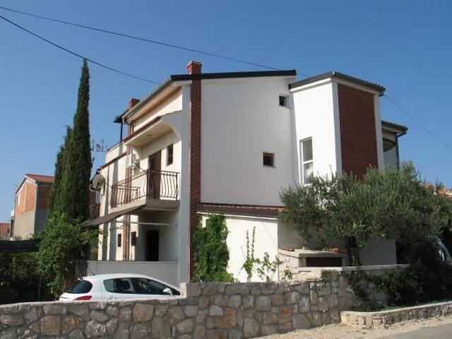 Apartments Gulam / Studio A1 - Pirovac - Appartement
