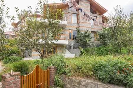 A two-bedroom stone cottage near Mall Road - Manali