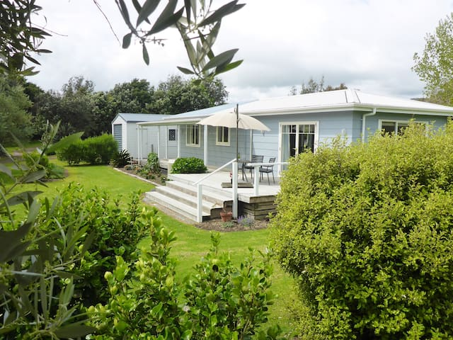 Beautiful cottage, close to beach and Motu Trail.