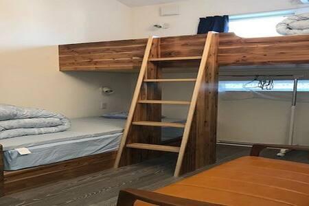 FreeWi-Fi!Easy access!Standard Twin Room!