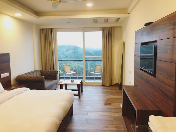 Chail Estate - Panoramic Valley View Guestrooms