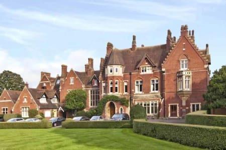 Stunning Victorian manor house built in 1867 - Burnham - House