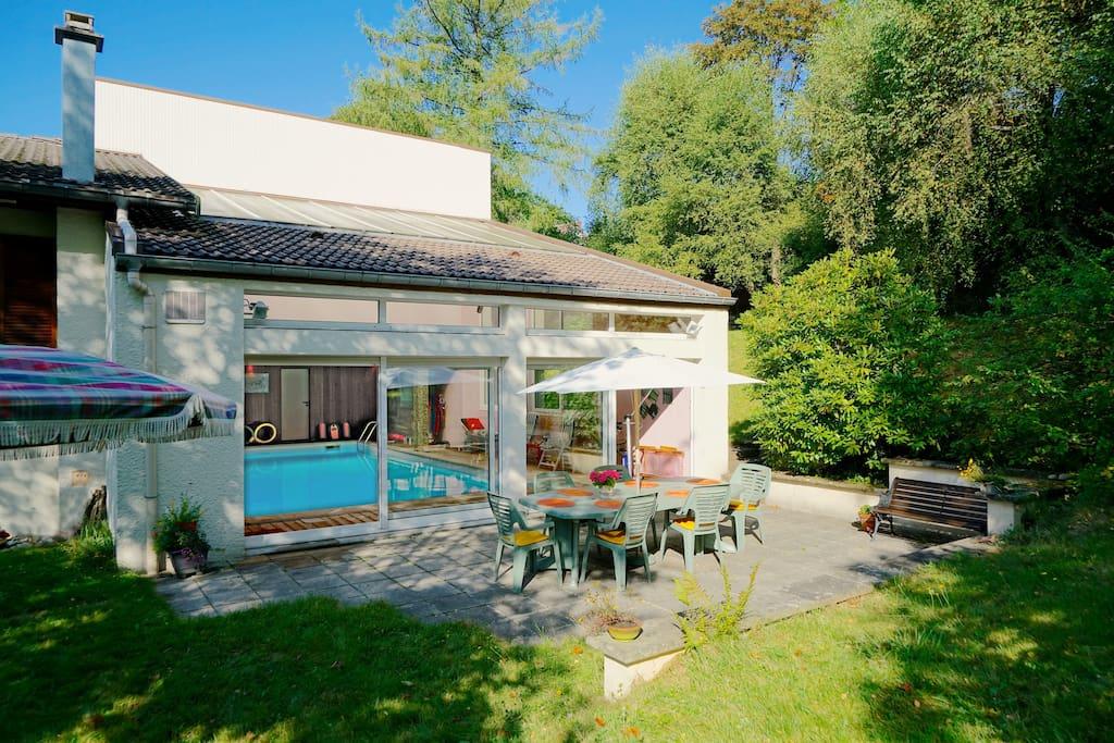 Chalet avec vue sur le lac et piscine int rieure maisons for Chalet a louer laurentides avec piscine intrieure