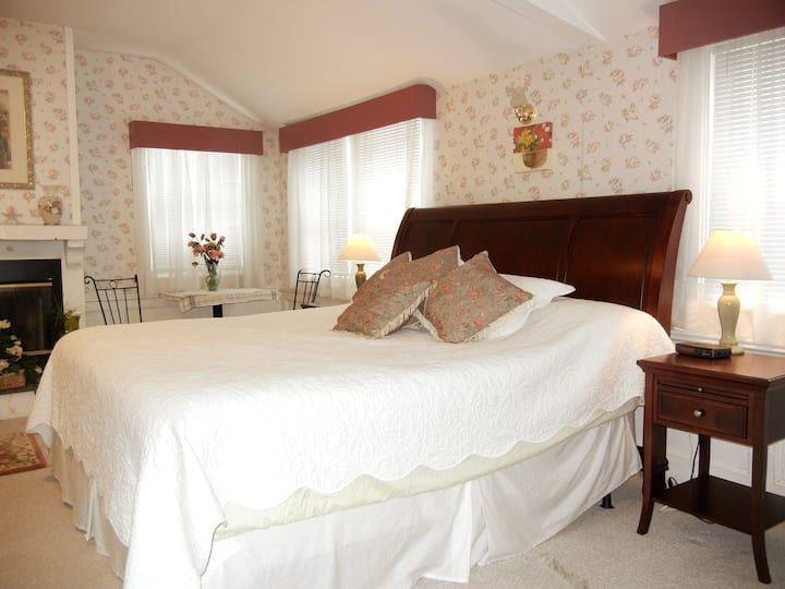 King Size Room 6 - Barnaby Inn
