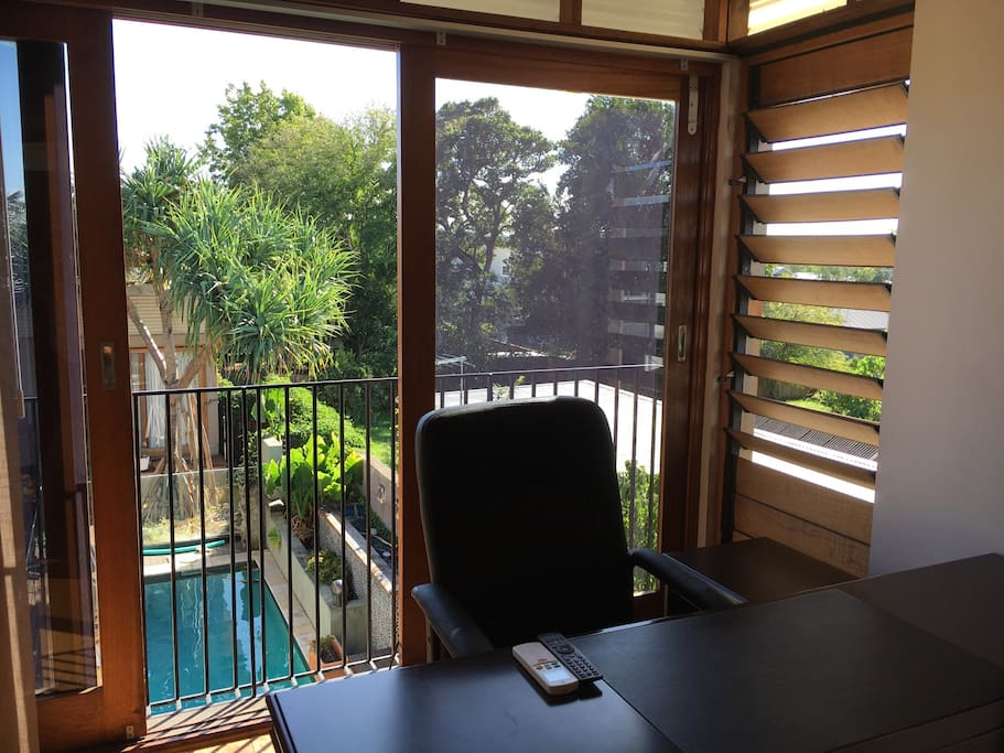 Desk, chair, TV and wi-fi, all in your private room