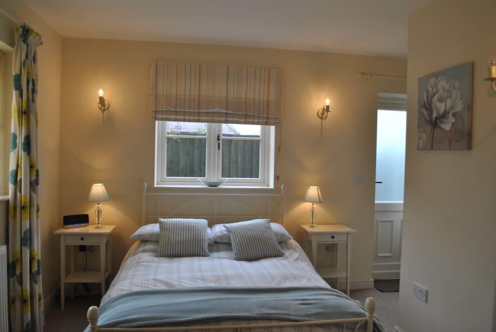 Double Bedroom - Ground Floor (en-suite)