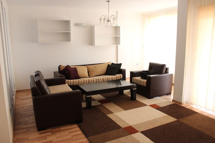 Cozy & Comfortable Apartment in the City Center - Prishtinë
