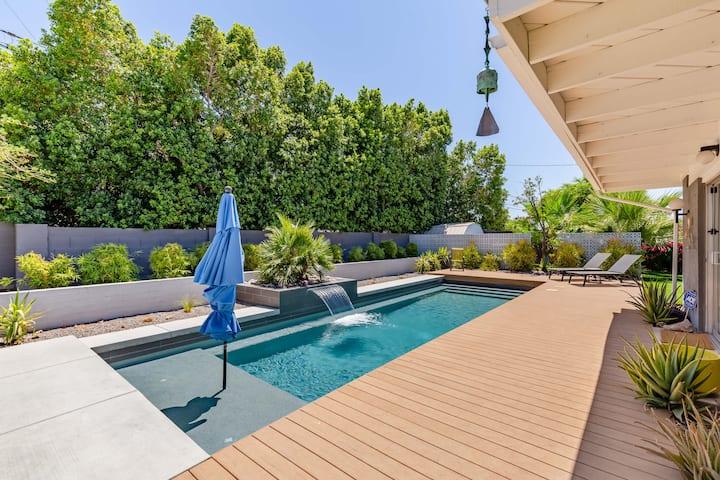Mid Century Modern Poolside Oasis in N. Phoenix!