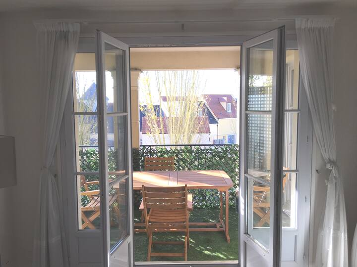 Flat + Terrace | Disneyland Paris | Free Shuttle |