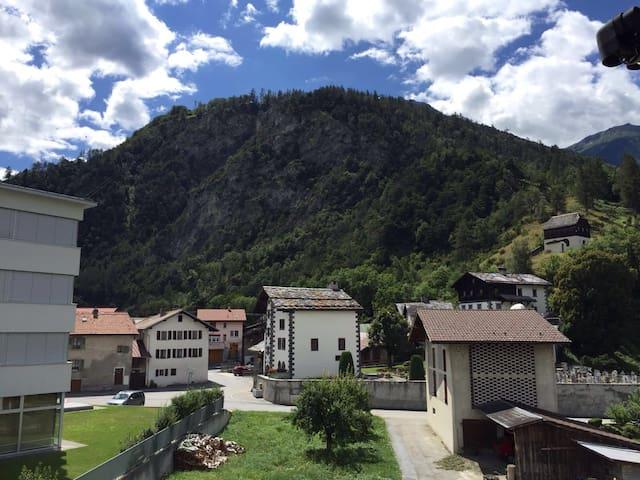 Gemütliches Zimmer Nähe von Ski- u. Wandergebieten - Turtmann - Apartamento