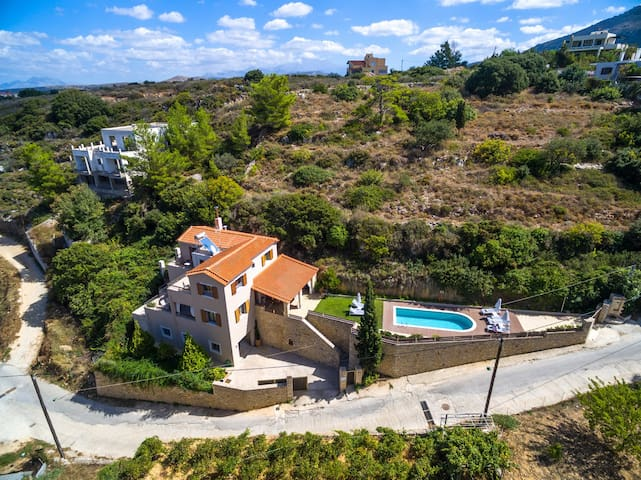 Modern,Venetian village,Great views,Amenities,Art - Roussospiti - Vila