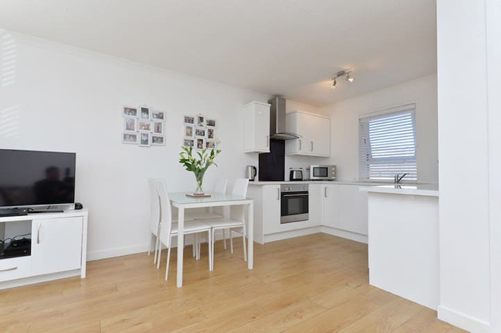 Modern Seaside Apartment - Edinburgh - Byt