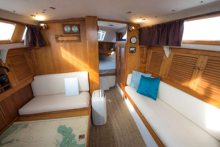 Try out living aboard in a character keelboat