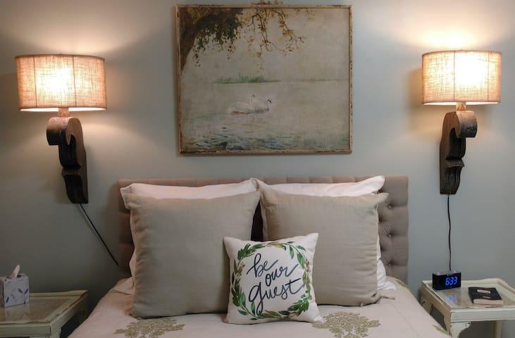 Queen bedroom with linen bedding and high count cotton sheets.  Artwork and decorative pieces make this room perfect for you