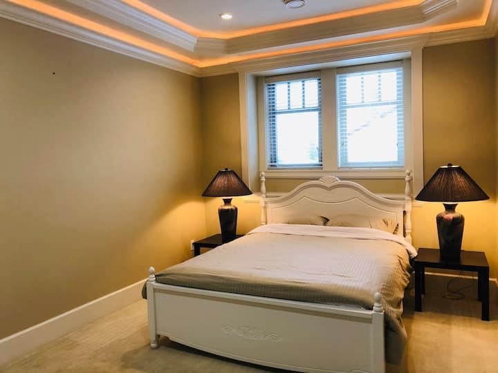 Clean & Quite Room in Luxury House