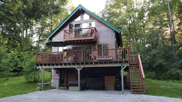 Charming Summit View Chalet near Okemo and Lakes