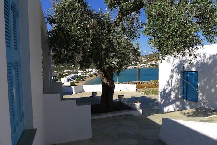 Platys Gialos, studio calme au-dessus de la baie