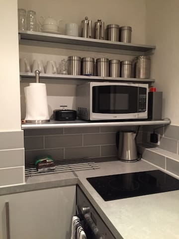Kitchen has all the basics plus an iphone 6 charger with speakers.
