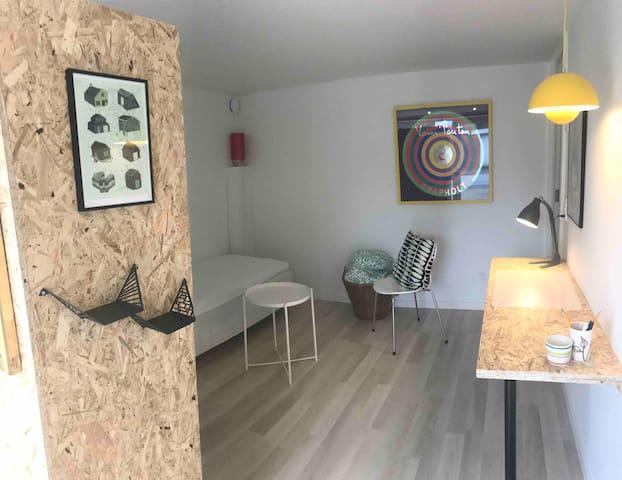 Nyrenoveret lille 1 værelses lejlighed ca 25 m2