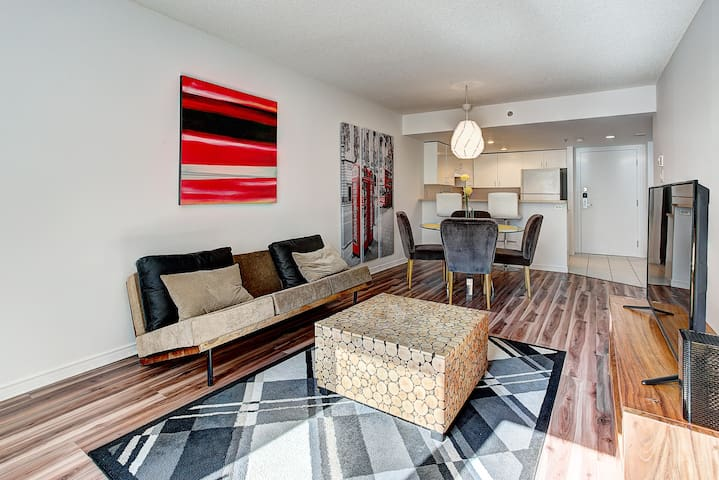 ★★★★★ Downtown Hip Loft in the heart of the city