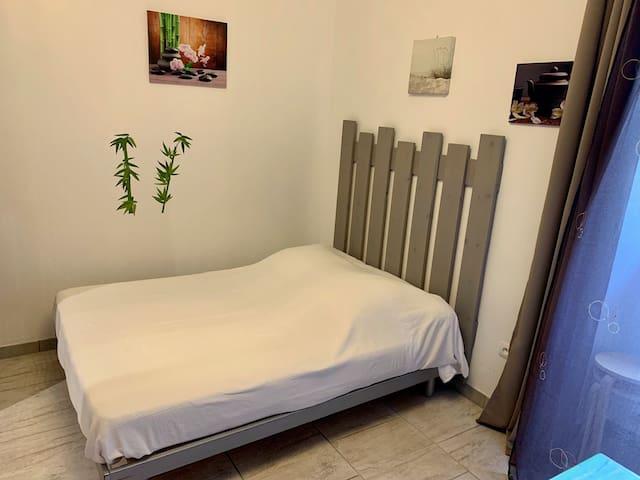 Ambienti i dhomës së gjumit