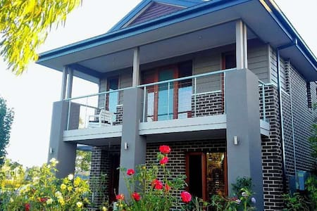 Comfy new house in Melborne with nice garden view - Williams Landing - 别墅