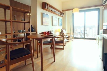 台湾房东[二号房源]|紧邻太古里|在高空享受俯瞰都市|超大阳台|日式简约实木|套一| - Chengdu - Rumah