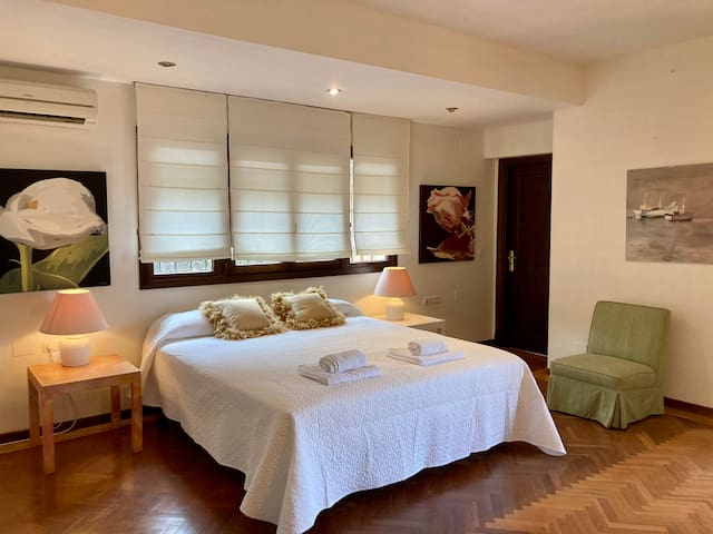 Dormitorio 1 con terraza con vistas al mar