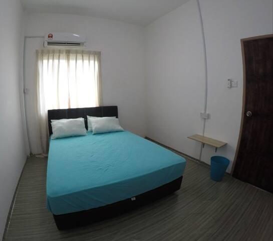 Maglami Homestay (Queen Bedroom for 2)