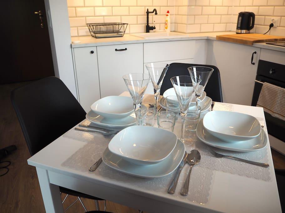 Stół kuchenny dla 4 osób / Table for 4