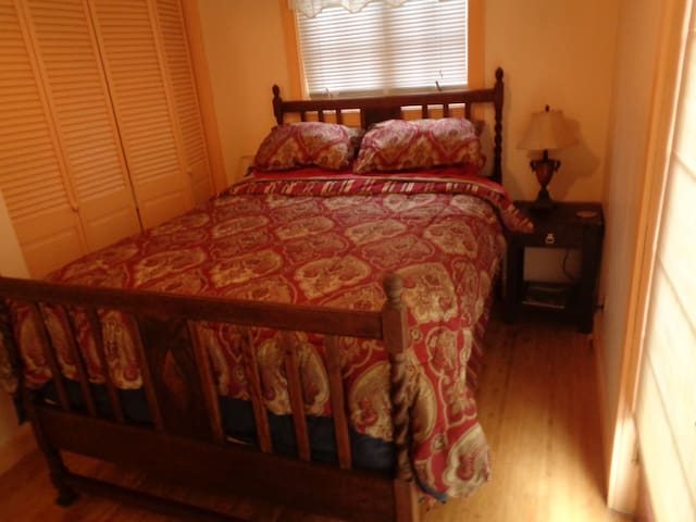 Cozy Room With Private Entrance, Bath, and Parking - Grass Valley - Huis