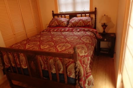 Cozy Room With Private Entrance - Grass Valley