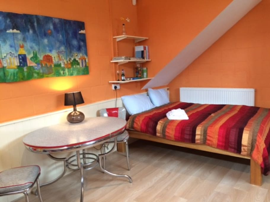 Self-catering studio flat - double bed, plus single bed, fully furnished