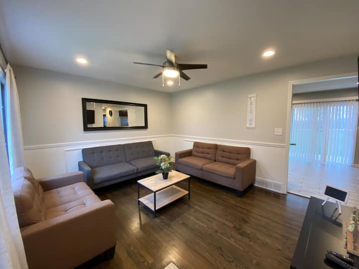 Albor Homes #2, Recently-renovated!