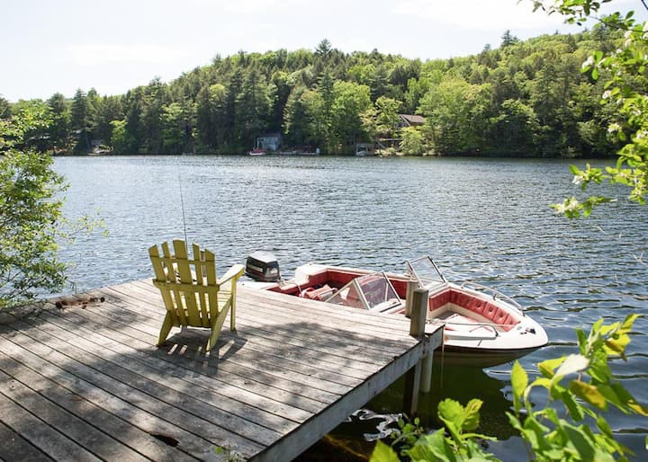Pet-friendly Lake Winnisquam home, with dock and sandy beach