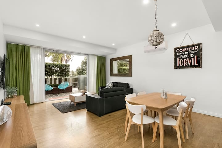 Great Beachside location Acland St @your doorstep!