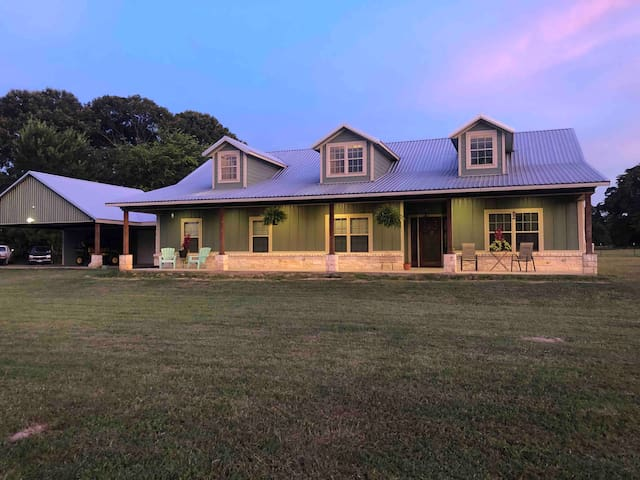 Modern Farm House close to First Monday Canton, Tx