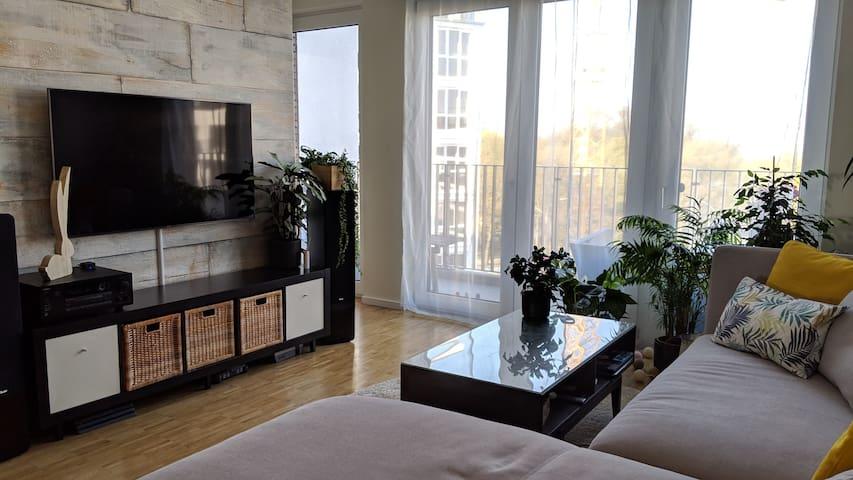 Stylish 3-Room-Apartment w Balcony in West Hamburg