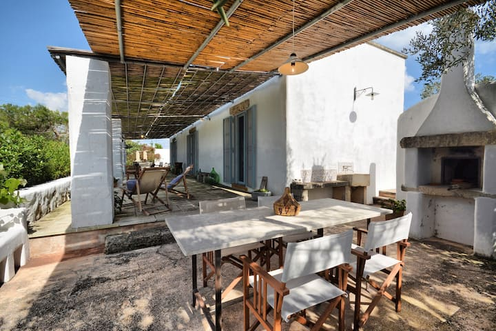 Charming villa with large garden