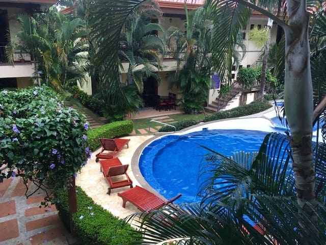 Family condo in Jaco, jacuzzis, pools and terrace