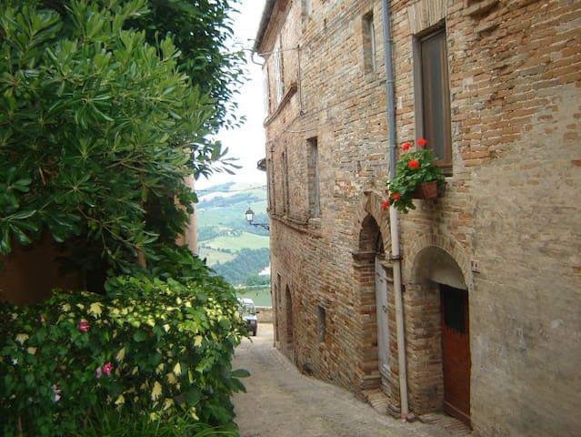 Casetta nel borgo casavacanze b&b Moregnano (FM)