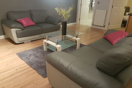 LUXURY 2 bed flat with gym & parking near airport - Luton
