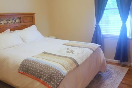 Bright Cozy Room Close to 295 - Fayetteville