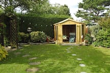 Beautiful garden annexe, close to beach/amenities.