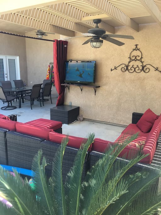 """Lounge area with 40"""" tv to catch up on all your favorite tv shows and sporting events!"""