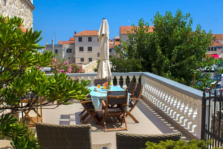 Beautiful stone house with sea view-Apartman More